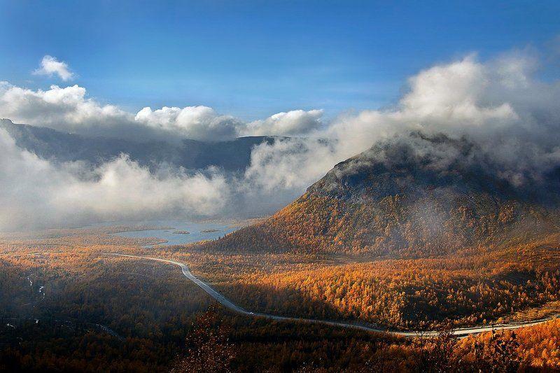 хибины, горы, небо, облака, осень, лес, дорога, озеро, голубой, золото, оранжевый, рыжий, погода, солнце, дождь, кольский, север, заполярье, путешествие Там, где отдыхают облакаphoto preview