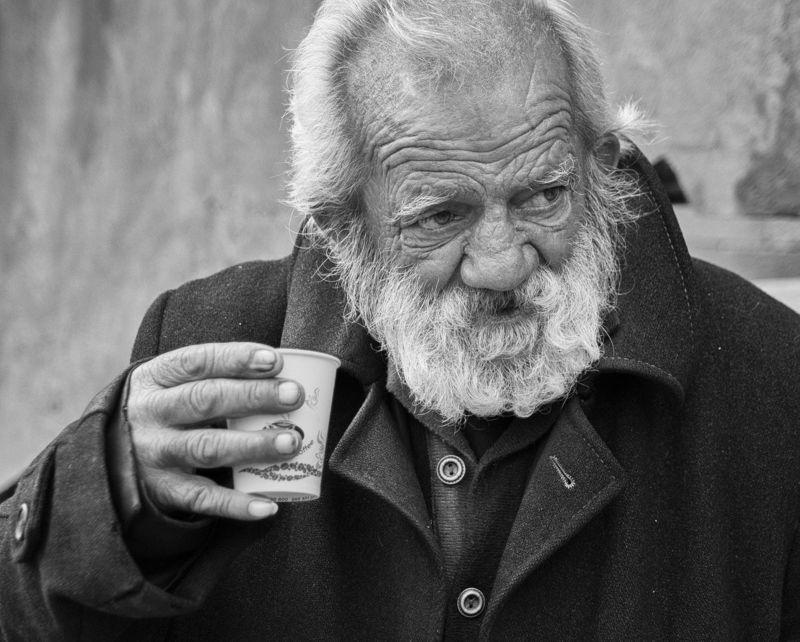 портрет, лицо, рука, взгляд, мужчина, человек, старик, закавказье, армения, горис Стакан кофеphoto preview