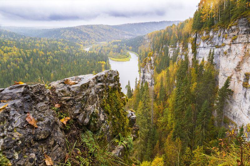 урал, усьва, осень, дождь, река, скалы Хмурая осень на Усьвинских Столбахphoto preview