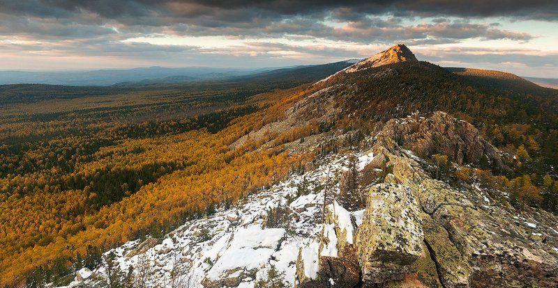 урал, таганай, осень Откликной гребень на закатеphoto preview