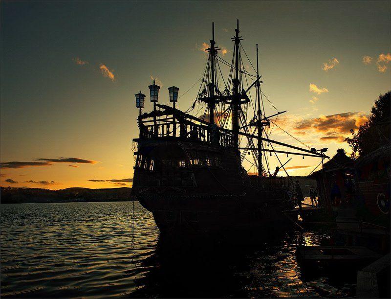 море, корабль, закат Пираты Карибского моряphoto preview