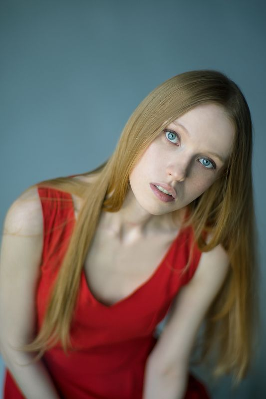 девушка портрет Red Girlphoto preview
