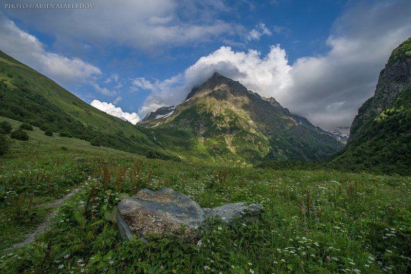 горы, предгорья, хребет, вершины, пики, озеро,каньон, обрыв, скалы, холмы, долина, облака, путешествия, туризм, карачаево-черкесия, кабардино-балкария, северный кавказ, домбай ДОМБАЙ УЛЬГЕНphoto preview