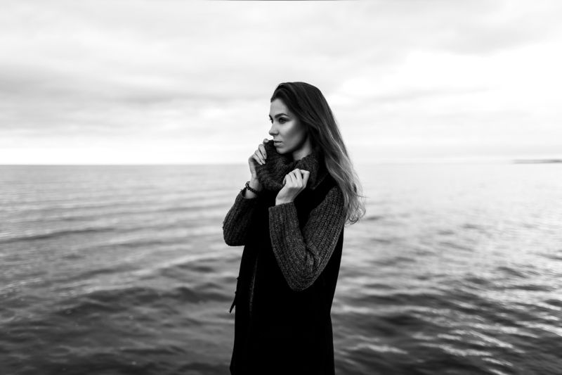 sea, girl, wind, weather, beauty, black and white, hair, beach Jenya Zzzzzzzzzzphoto preview
