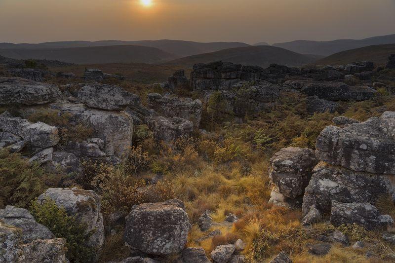 ангола, лубанго, рассвет, камни, осень Рассвет в городе камнейphoto preview