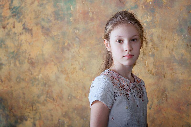 девочка, портрет, классический портрет, фото, фотография, свет, light, girl, child, portrait Ликаphoto preview