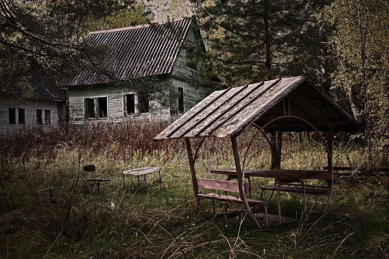 #deep.spb, #deepspb, #decay, #abandoned, #abandonedplaces, #abandonedworld, #арт, #art, #light, #shadows, #colors, #парк, #листья, #осень, #walls, #window, #nature, 171019.1photo preview