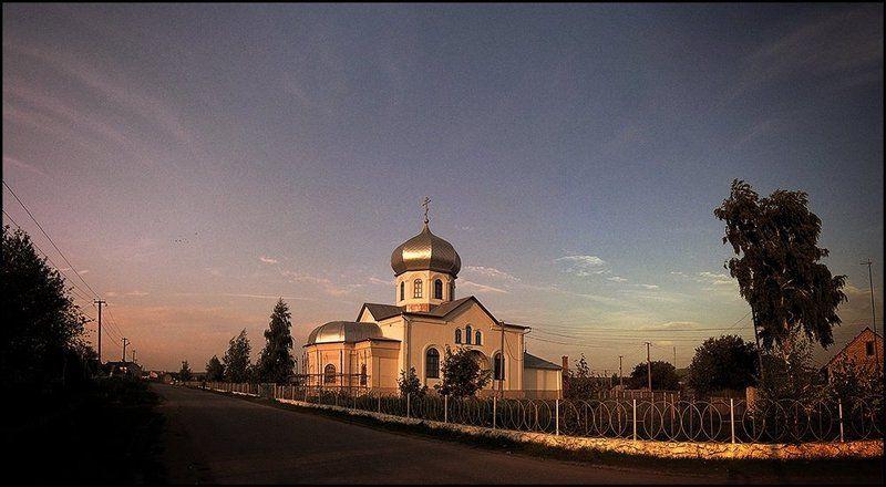 храм, небо, человек Храм во имя свв. бесср. Косьмы и Дамиана в п. Новосемейкиноphoto preview