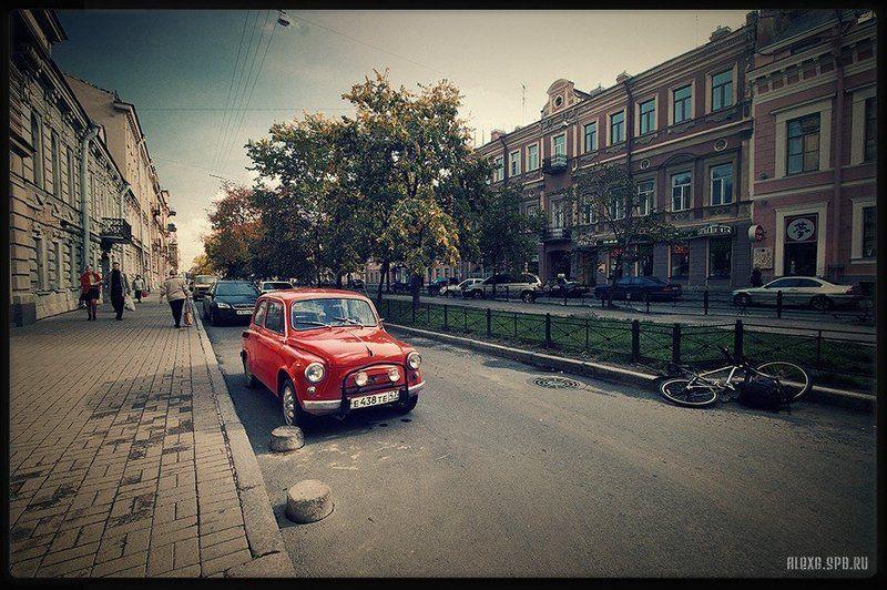Маленькая красная машинкаphoto preview