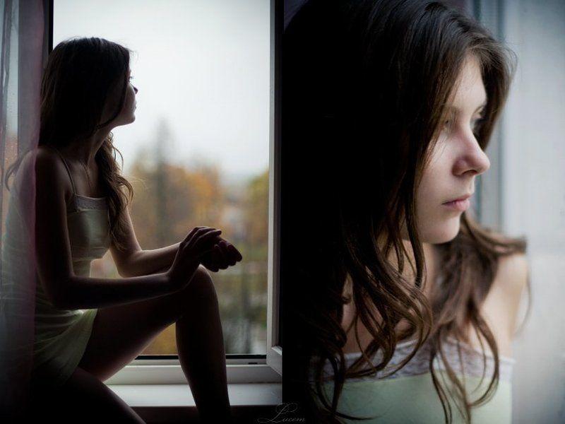 осень, окно, девушка осень на четвёртом этажеphoto preview