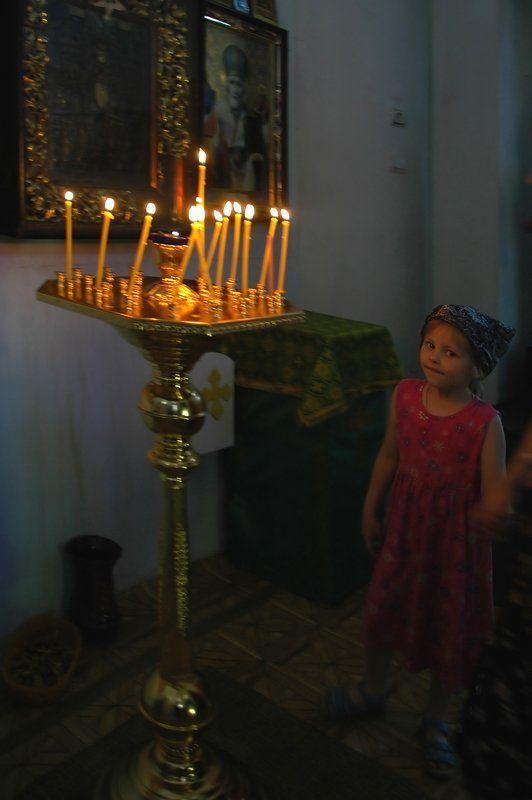 рыльск, старинный храм, свечи, провинциалочка В СТАРИННОМ ХРАМЕphoto preview