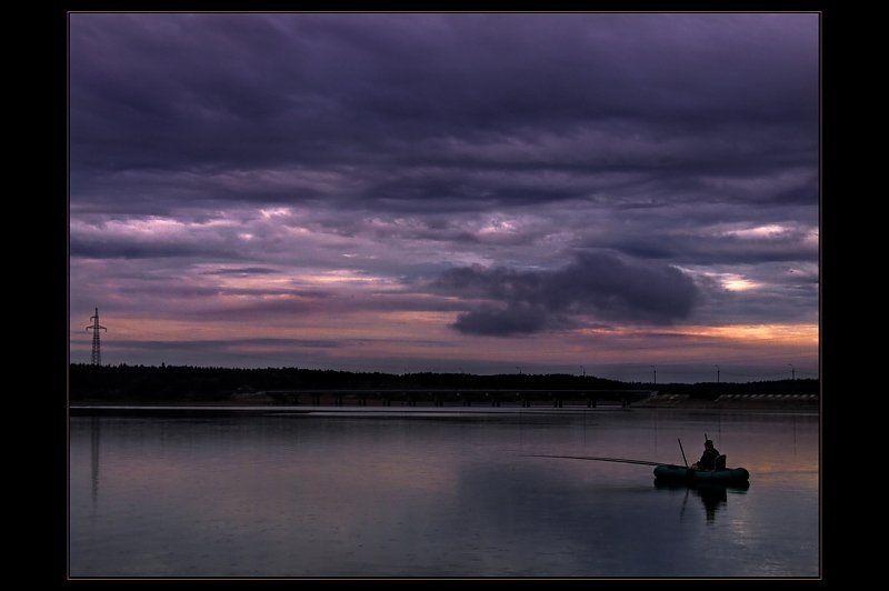 рыбак, озеро, закат Дождливый вечер на озереphoto preview