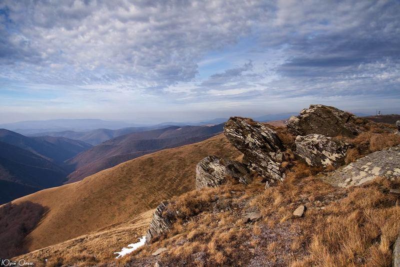 карпати, боржава, скелі посеред гірphoto preview