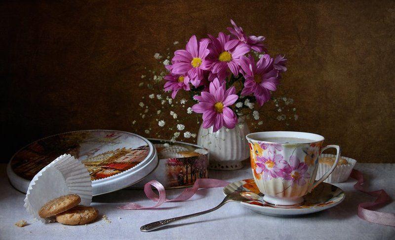 хризантемы, печенье, чашка, чай С печеньем...photo preview