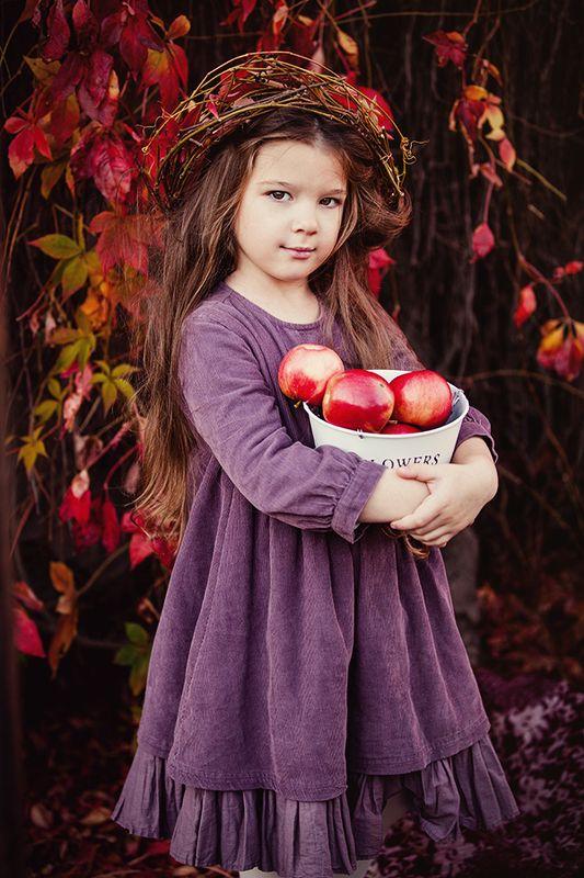 портрет,ребенок,осень,яблоки ***photo preview