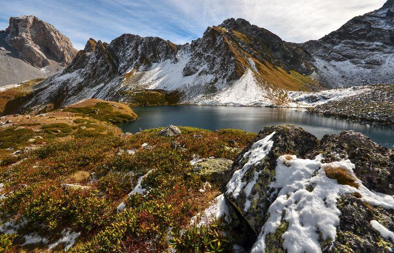 озеро, горы, снег Снежная осеньphoto preview