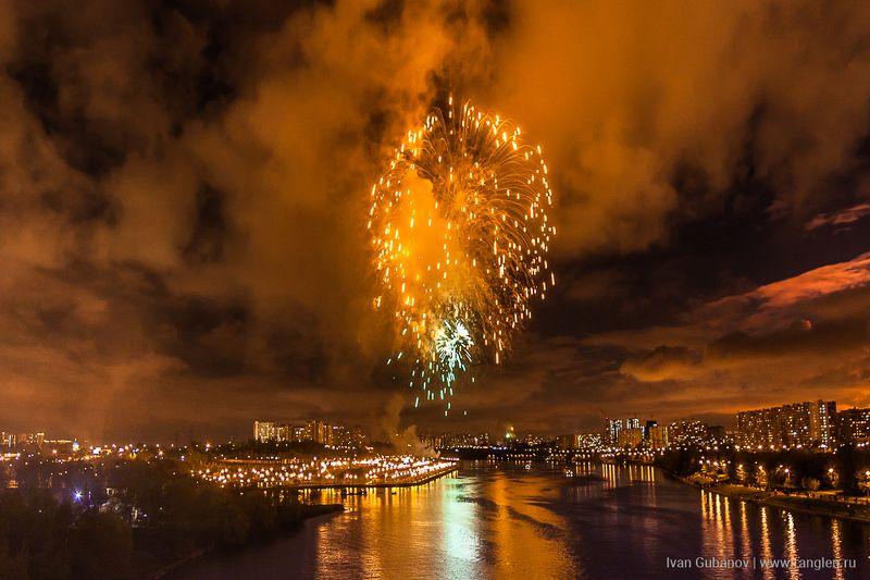 9 мая, салют, москва, река, праздник, день, победы, фейерверк, дым, небо, вечер, город Праздничный салют на 9 маяphoto preview