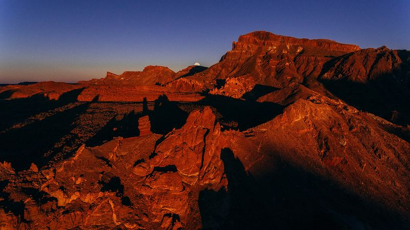 луна закат горы Смена караулаphoto preview