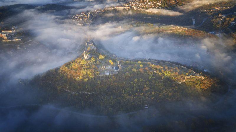 царевец, октябрь, осень, велико тырново, болгария, утро Октябрь иногда выглядит так...photo preview