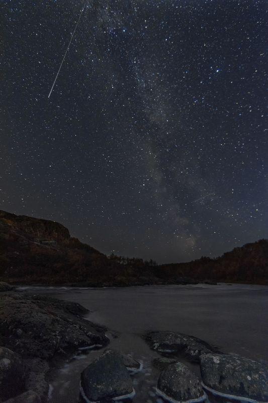 комета  и млечный путьphoto preview