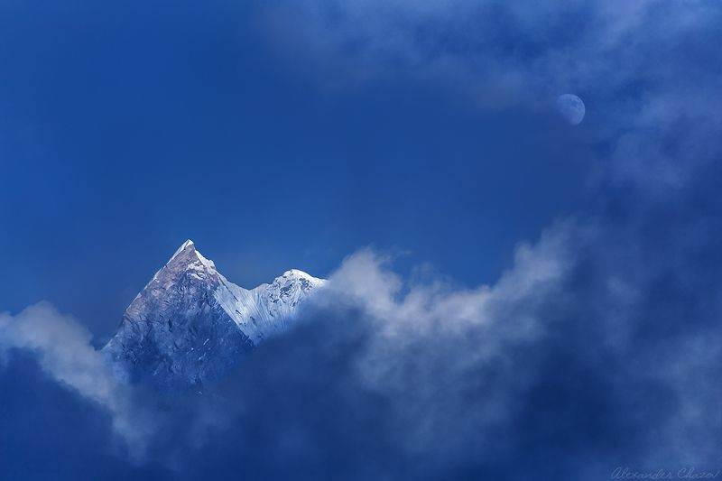 гималаи, непал, мачапучаре, луна, горы, вершина, облака, ночь Разговор с Лунойphoto preview