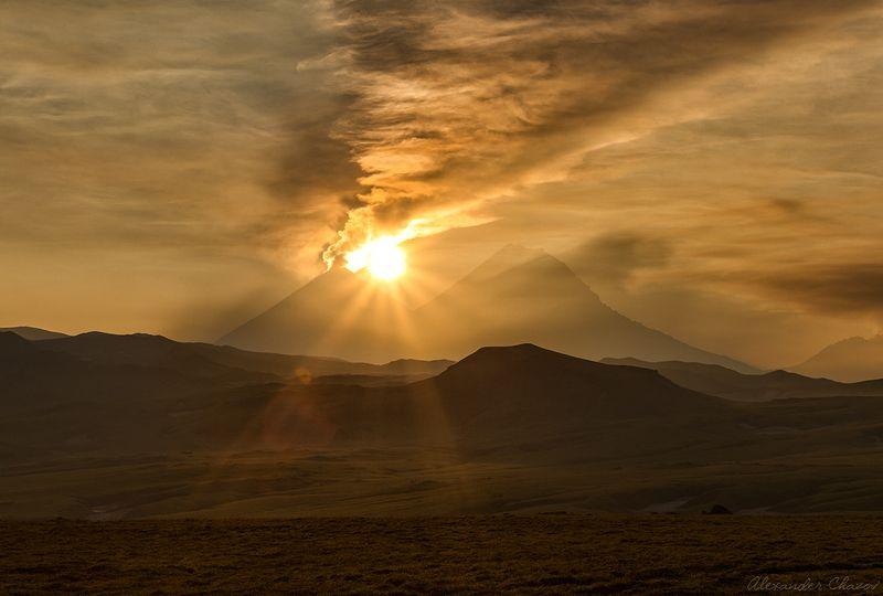 камчатка, вулкан, утро, рассвет, солнце, извержение, природа, пейзаж Вулканический рассветphoto preview