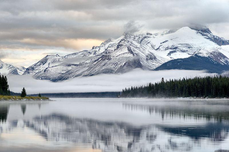 Канада, Скалистые горы, Джаспер, озеро, пейзаж Утро в горахphoto preview