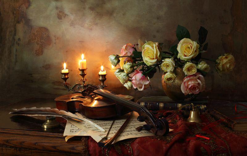 скрипка, музыка, цветы, свет, искусство, свечи, розы Натюрморт со скрипкой и цветамиphoto preview