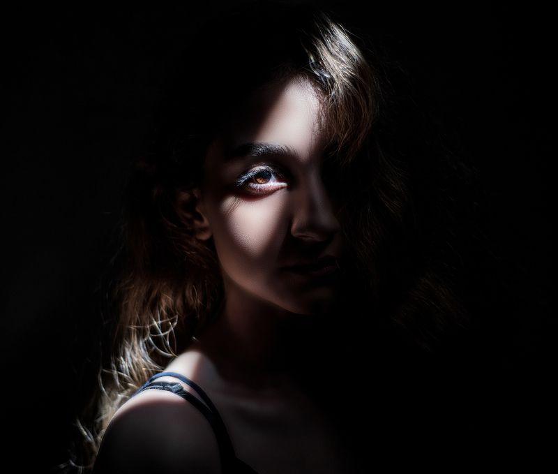 Eyes, Dark-Portrait, Portrait, Natural-Light Fearphoto preview