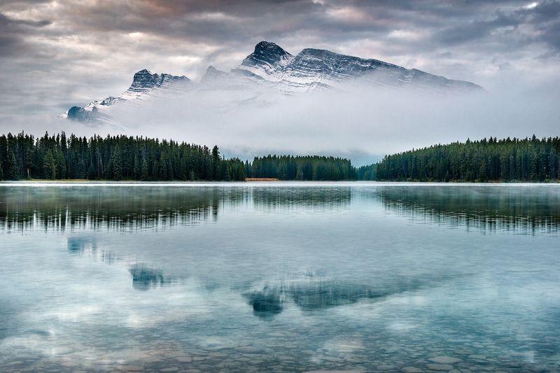 Канада, Скалистые горы, Банф, озеро, туман Отражениеphoto preview