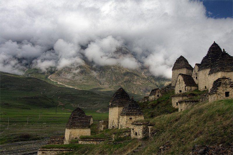 даргавс, осетия, родовой склеп, город мертвых, кавказ, горы Даргавсphoto preview