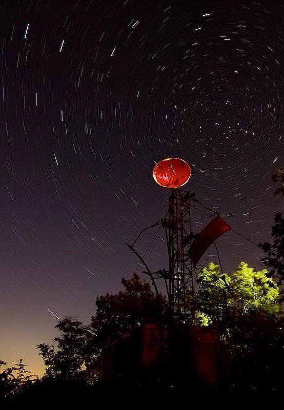 связь, ночь, звезды, вращение, вышка. антенна, вселенная, общение Земля на связиphoto preview