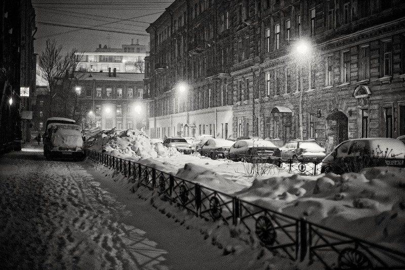 город, россия, санкт-петербург, зима, снег, метель, ночь, фонарь, улица, дом, здание, архитектура, центр, автомобиль, сугроб Метель на ночных улицахphoto preview