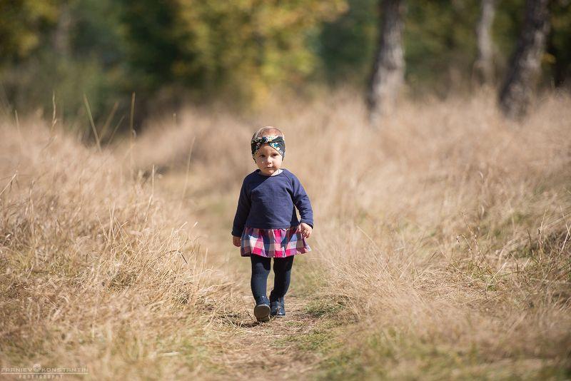 северная осетия, лес, тропинка, девочка, ребёнок,  Анна идёт по саванне photo preview