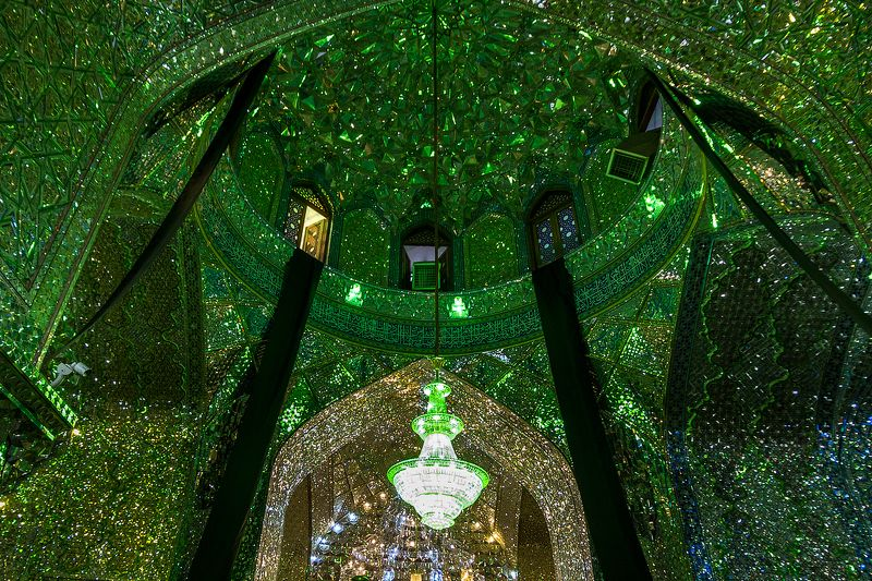 иран,мечеть,зеркала,мозаика,архитектура,путешествия,вера,люди Изумрудная святыняphoto preview