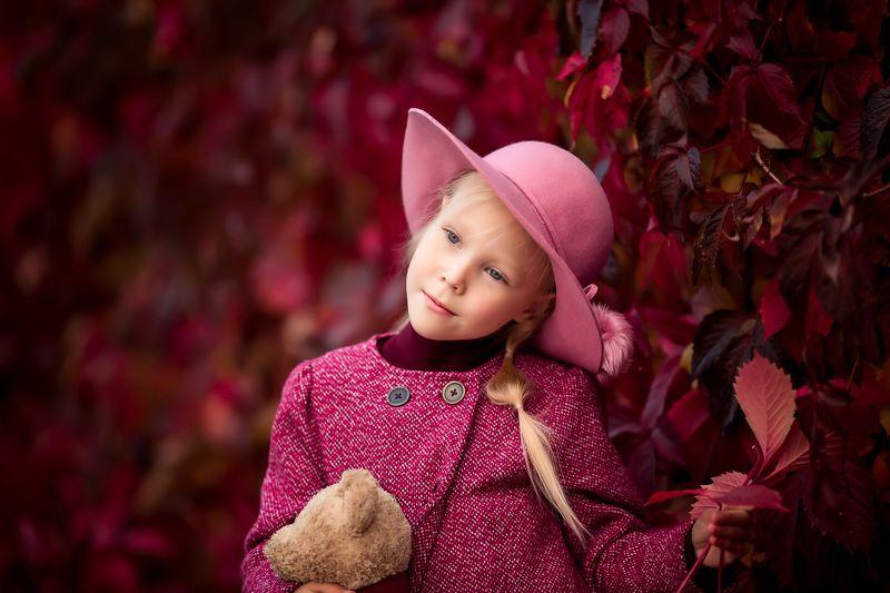 child, children, kids, детский фотограф, фото, фотография, детская фотография,красный цвет, колористика,ребенок, осень, детская и семейная фотография, портрет Осенний портретphoto preview