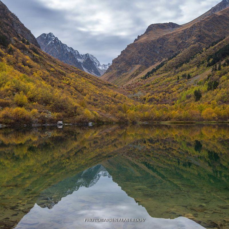 горы, предгорья, осень, хребет, вершины, пики, озеро,каньон, обрыв, скалы,облака, путешествия, туризм, карачаево-черкесия, кабардино-балкария, северный кавказ ЗЕРКАЛО БАДУКphoto preview