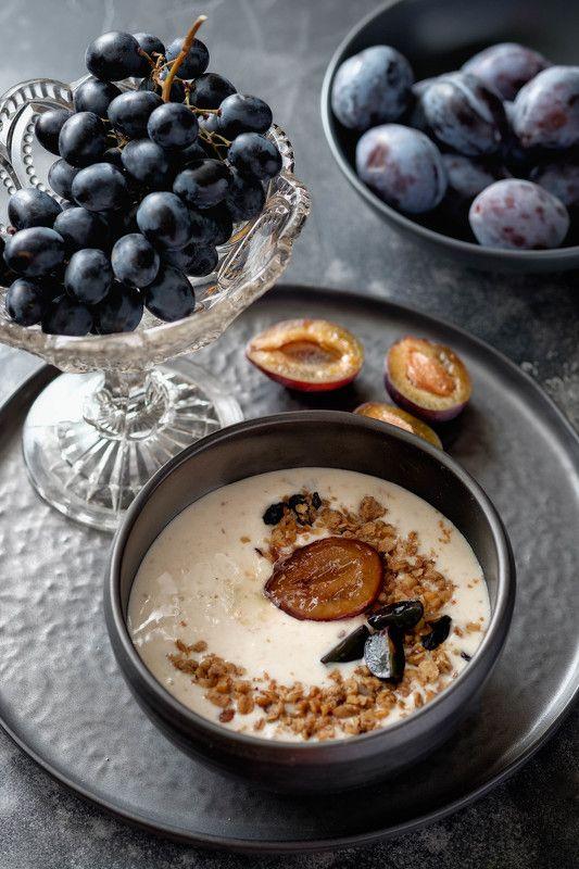 виноград, сливы, гранола, йогурт, натюрморт Синий натюрмортphoto preview