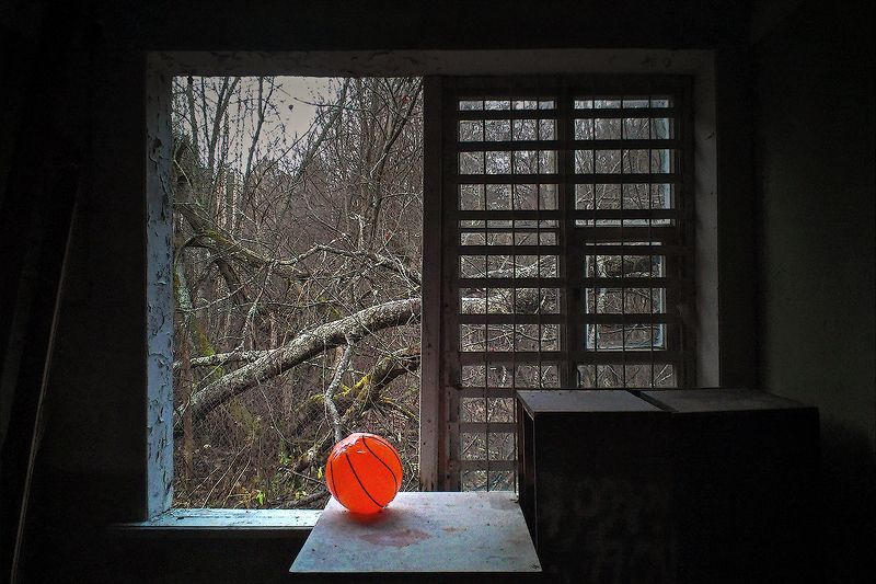 #deep.spb, #deepspb, #decay, #abandoned, #abandonedplaces, #abandonedworld, #арт, #art, #light, #shadows, #colors, #парк, #листья, #осень, #walls, #window, #nature, 171129.1photo preview