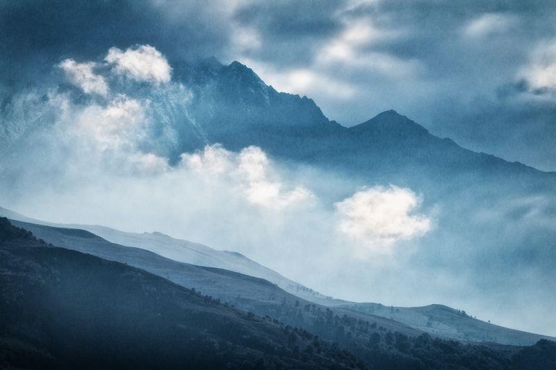 Кавказ, горы, облака, свет, градиент Миражиphoto preview