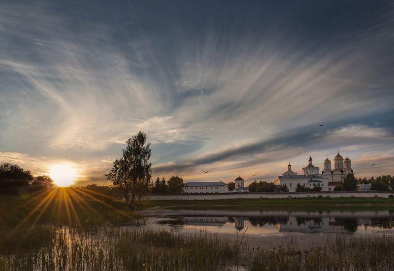 лето, закат, небо, солнце, монастырь, озеро, вода, облака Уходящий деньphoto preview