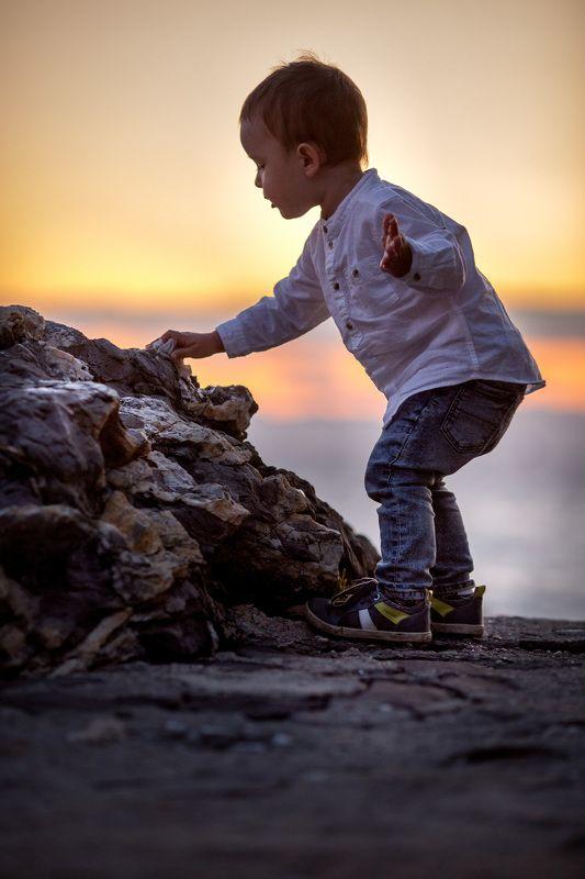 kids, мальчик, дети, море, камни, закат photo preview