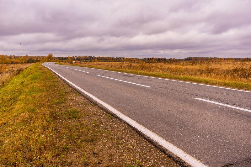 осень, дороги, дорога, листва, деревья, небо Осенними дорогамиphoto preview
