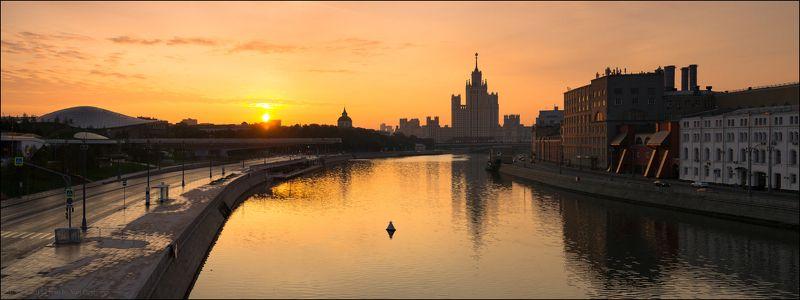 город, столица, Москва, Россия, рассвет, высотка, река, солнце Россия. Москва. Персиковый рассвет.photo preview