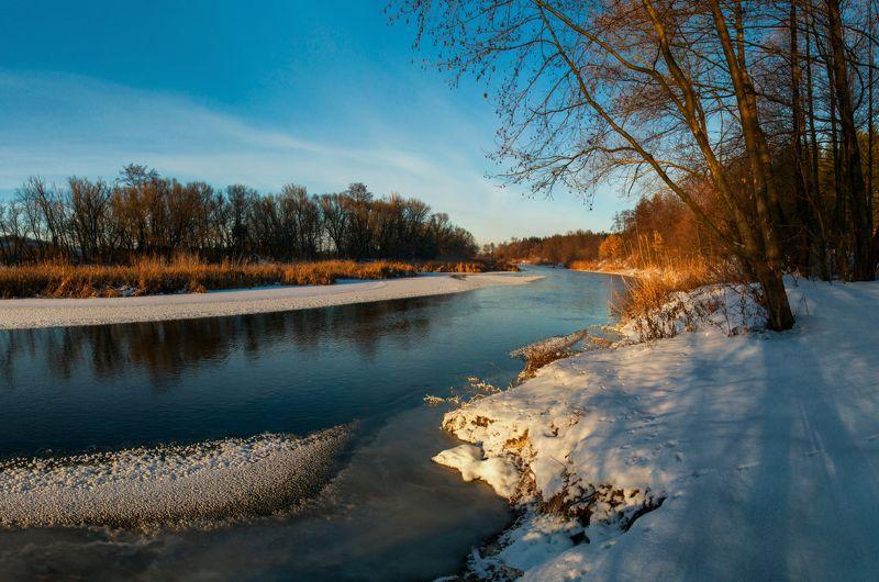 Зимний вечер на рекеphoto preview
