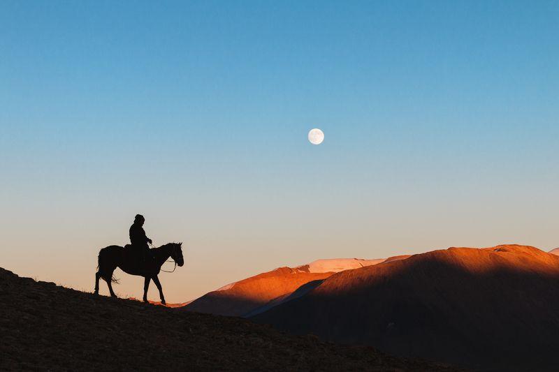 закат, силуэт, полнолуние, Кыргызстан, чабан Путь домойphoto preview