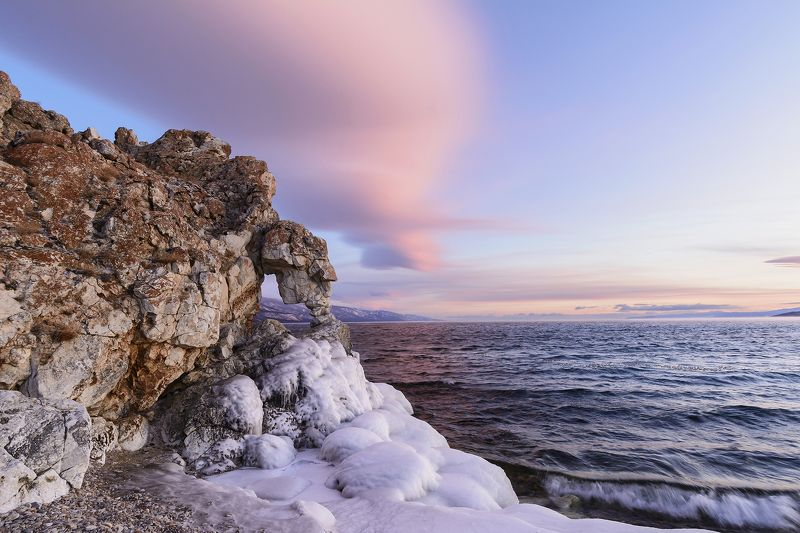 Байкал, рассвет, вода, лед, скалы Розовый рассветphoto preview