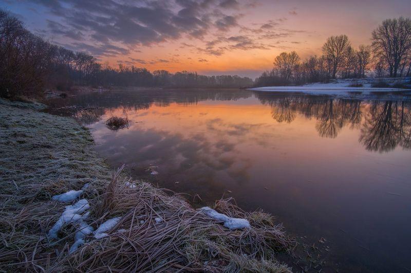 рассвет,утро,река,мороз,иней,природа,пейзаж,вода,десна,небо,зарево Зимний рассветphoto preview