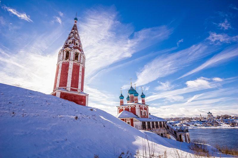 тутаев, берег, волга, река, снег, зима, небо, солнце, красный, церковь, храм На высоком берегу на крутомphoto preview