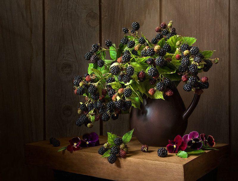 красивый натюрморт с ежевикой,ягоды,виолы,художественное фото,искусство,творчество. Ежевичный букетик.photo preview